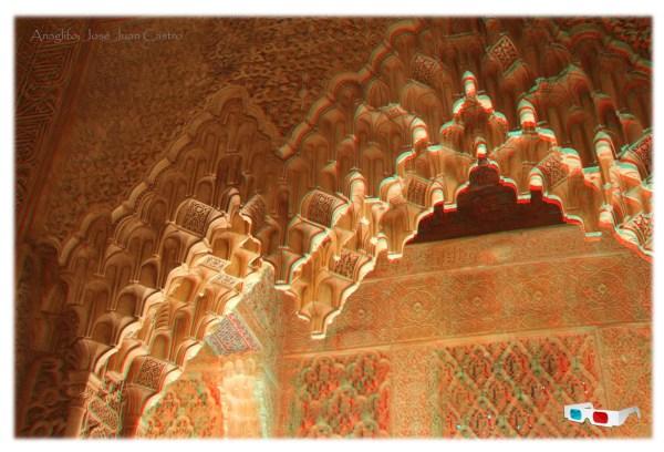 Anaglifo de un arco de mocárabes en la Sala de los Mocárabes de los Palacios Nazaríes de la Alhambra.