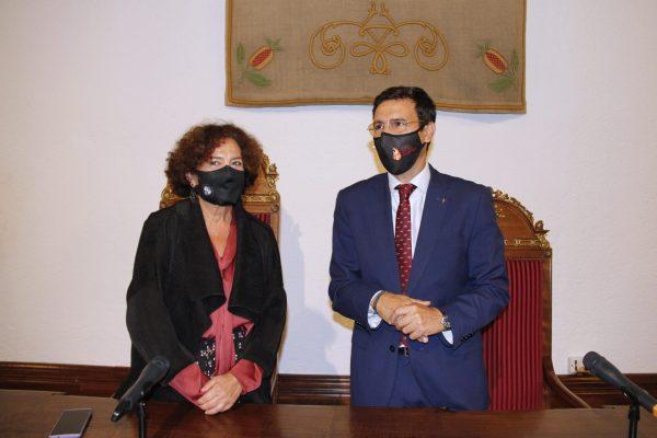 Pilar Aranda y Paco Cuenca de pie
