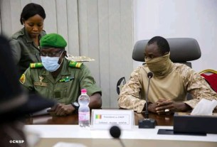Photo de membres du CNSP Mali en conference de presse.