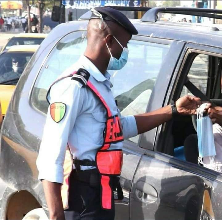 Policier sur la route