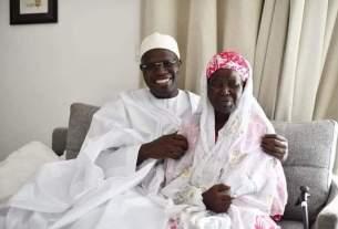 Khalifa Sall et sa mère.