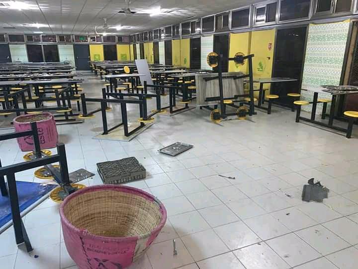 Restaurants saccagés à l'Ucad.