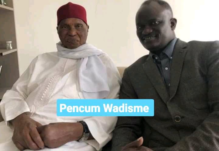 Abdoulaye Wade et un homme assisent