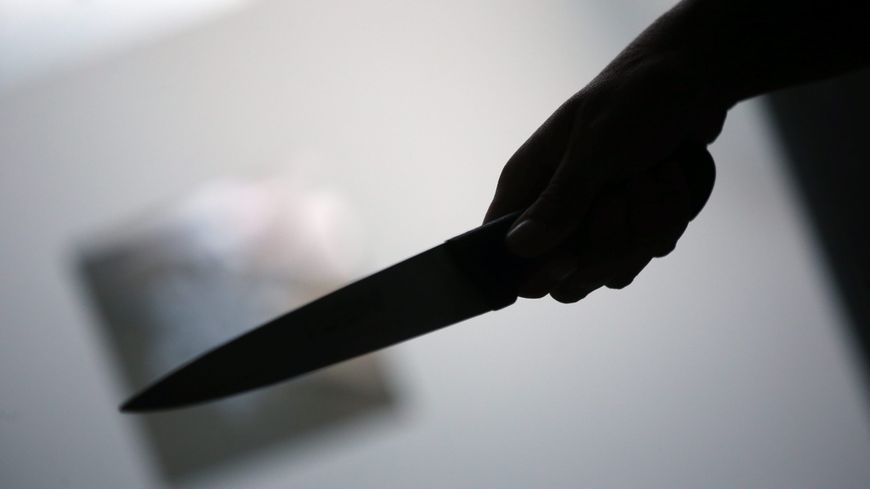 Belgique homme poignarde sa femme dans le dos