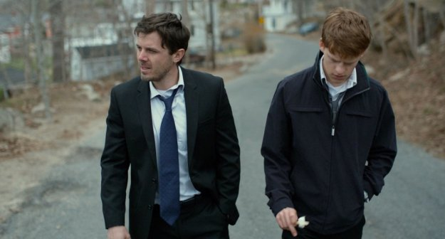 manchester-by-the-sea-2016-001-casey-affleck-lucas-hedges-walking