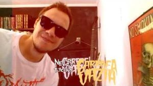 "Novo Clip = ""Garrafa Vazia – Abraça o Poste"""