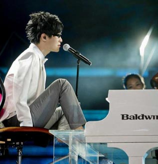 El pianista sin brazos Liu Wei