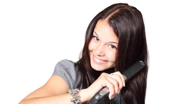 como alisar el cabello naturalmente en casa
