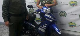 Policía logra recuperar motocicleta hurtada en Buga y hace entrega a su propietaria.