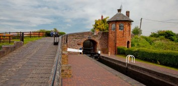 Middle lock and Toll House.