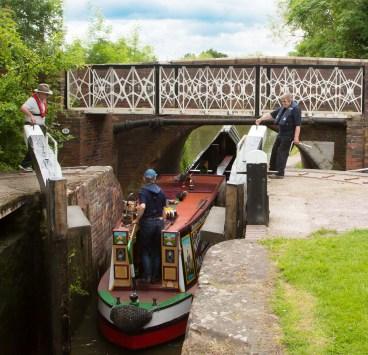 Leaving Lock 18 and passing under Bridge 35 - B4439