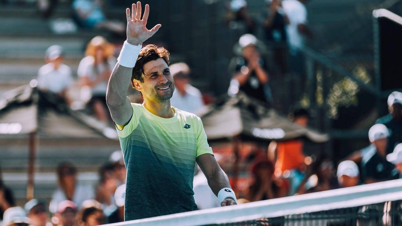 Ferrer saluda tras su victoria en el ATP de Auckland