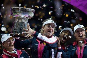 El equipo de Estados Unidos celebra el título de la Fed Cup en 2017