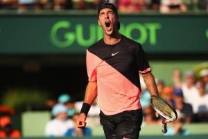 Kokkinakis celebra un punto en su partido contra Federer en el Miami Open