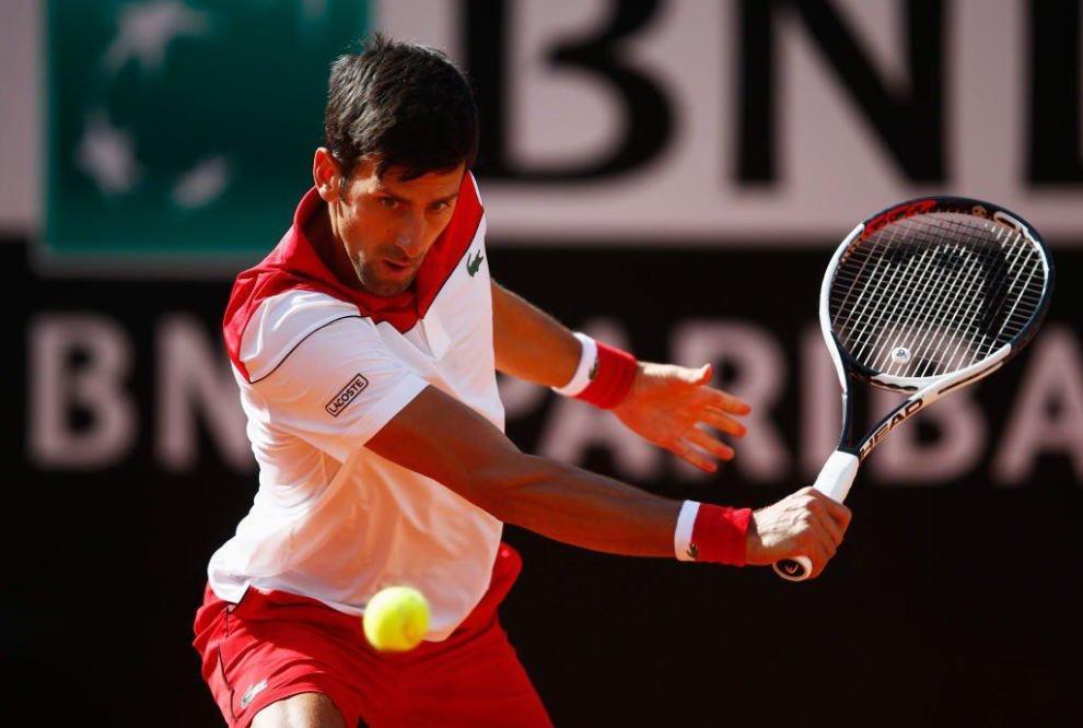 Djokovic voleando en el Masters 1000 de Roma