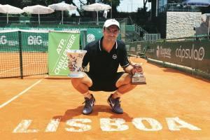 Robredo posa con el título en el Challenger de Lisboa