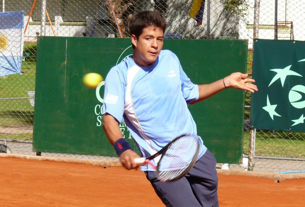 Juan Pablo Paz jugando un partido con Argentina en la Copa Davis sub-16