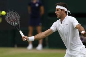 Del Potro voleando en Wimbledon