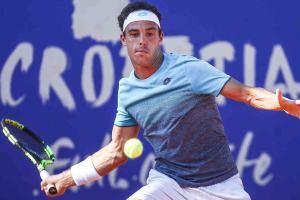 Marco Cecchinato se prepara para devolver en ATP Umag! Foto: @ATPWorldTour