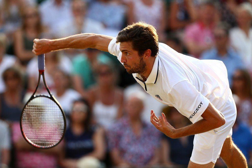 Simon sacando en Wimbledon