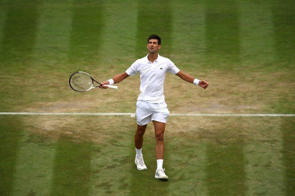 Djokovic celebra el triunfo ante Khachanov en Wimbledon