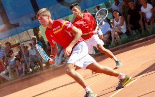 Nicolás Álvarez Varona y Carlos López Montagud jugando un partido de dobles con España