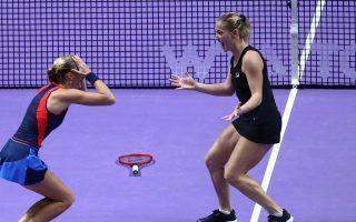 Mladenovic y Babos celebran el título de campeonas en las WTA Finals de Singapur 2018