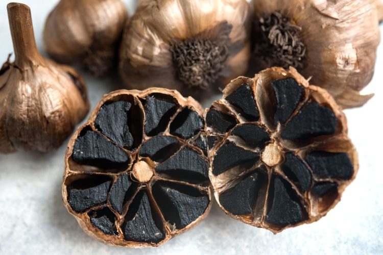 Black-Garlic_1148-2000x1335