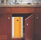 El equipo de filtración o de ósmosis inversa se instala bajo el fregadero.