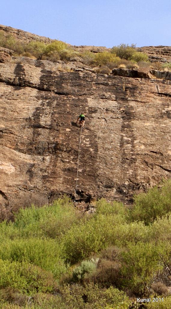 practicando escalada en gran canaria