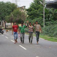canariasagusto-india2012-ajmer chicos saludando
