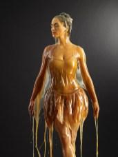 Bailarina bañada en miel