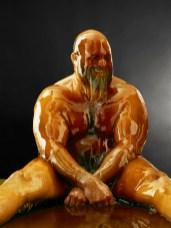 Hombre bañado en miel 3