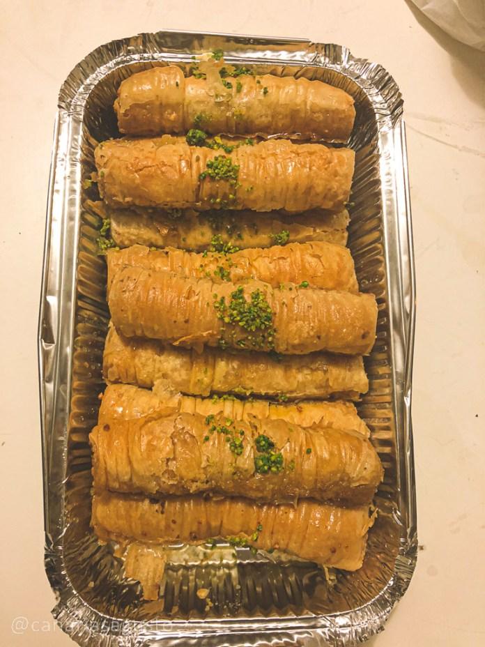 Baklava rollito en relleno de nueces