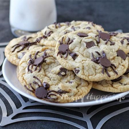Halloween spider chocolate chip cookies  -hungryhappenings.com