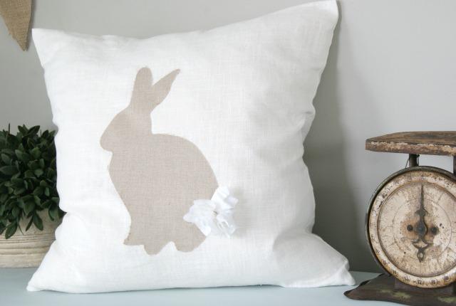 Easy DIY no-sew bunny silhouette pillow tutorial. So cute! http://canarystreetcrafts.com/