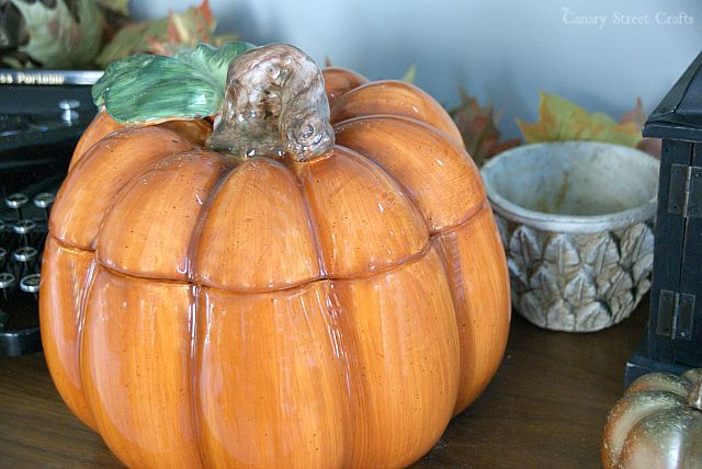 Easy and inexpensive fall decorating ideas.