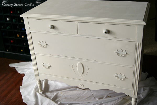 BEFORE: Gorgeous dresser painted with Annie Sloan chalk paint. The French Winemaker graphic was hand painted using an easy technique. {Canary Street Crafts}