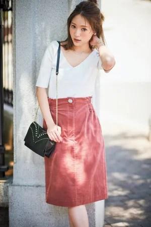 #06 レディな気分のこの秋、頼りになるのは、膝が隠れるちょっと長め丈のスカート♥ スカートは〝ちょい長め丈〟がおしゃれ!今どきの〝大人かわいい〟バランスを作ってくれるのは、膝が少し隠れるくらいの「ちょい長め丈」スカート。長すぎず短すぎない…この絶妙な丈感で、おしゃれ&スタイルアップを両立させて♪『Skirt 2 存在感のある色・柄で!ストレートⅠラインまっすぐにスッと伸びたⅠラインシルエットは、彼のことを一途に想う私と、なんだか似ている気がする。そんな親近感を感じられるスカートは、飾らない「私らしさ」を見い出してくれるのが、誰よりもうまい』