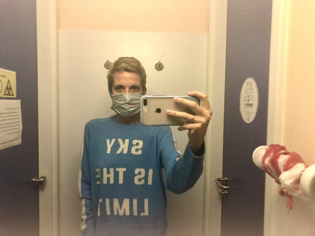 Delphine Remy est a la clinique du sein pour ses scans de controle