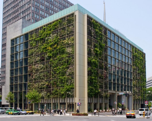 5231ffa9e8e44efe3a0000ac_in-tokyo-a-vertical-farm-inside-and-out_01-urban-farm-528x422