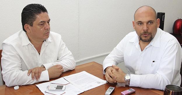 Oliver Fabro y Secretario del Ayuntamiento BJ