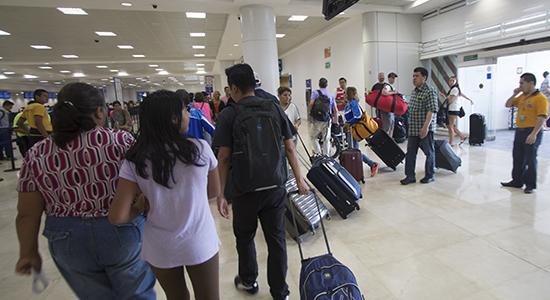 aeropuerto cancún horario