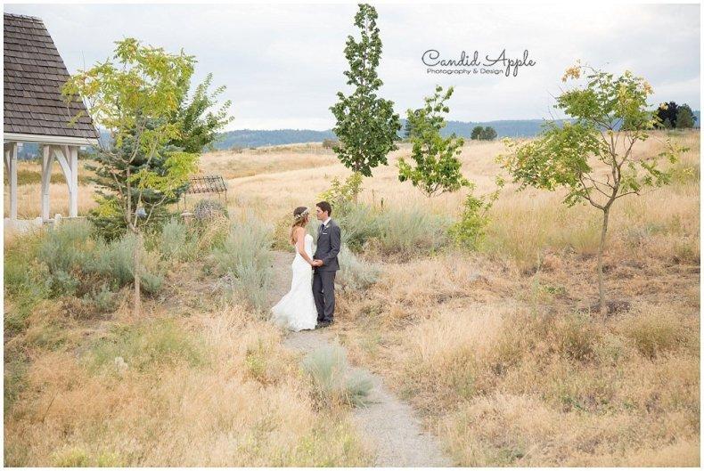 Sanctuary_Garden_West_Kelowna_Candid_Apple_Wedding_Photography_0078