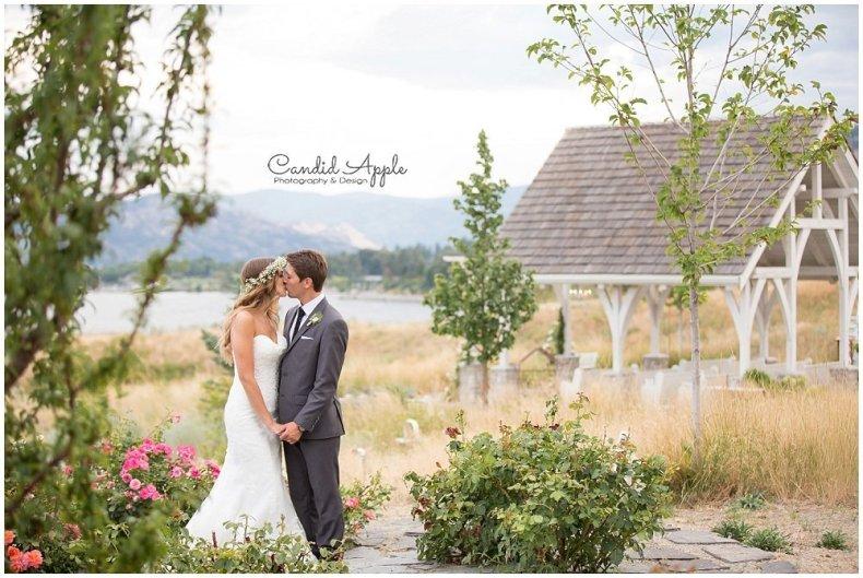 Sanctuary_Garden_West_Kelowna_Candid_Apple_Wedding_Photography_0091