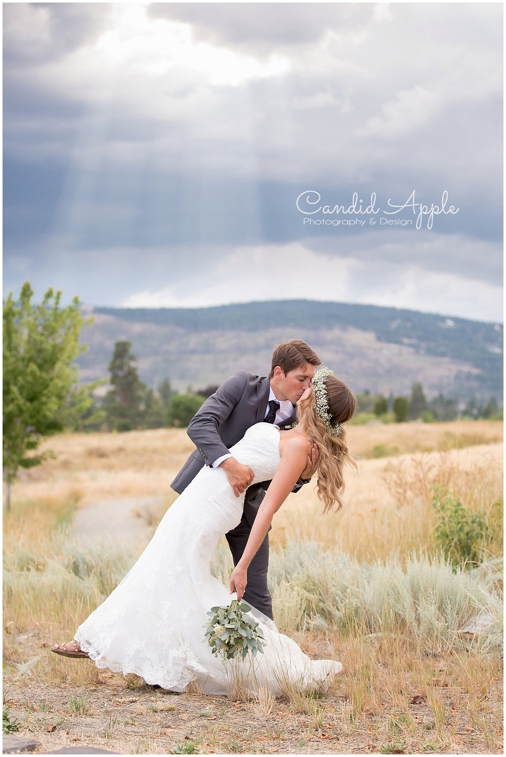 Sanctuary_Garden_West_Kelowna_Candid_Apple_Wedding_Photography_0097