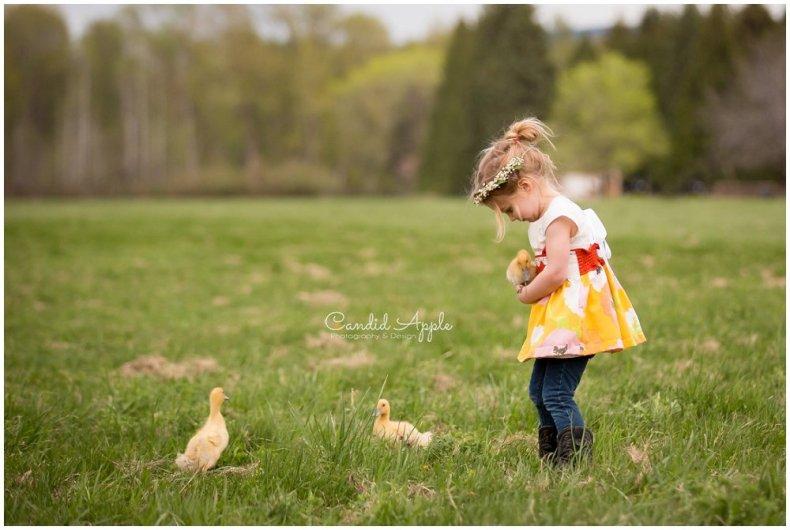 Kelowna-Springtime-On-the-Farm-Photographers_0135