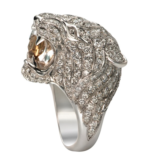 Gorgeous Carrera y Carrera Bestiario collection Tiger ring with white gold, smoky quartz and diamonds that Taylor Swift wore at the 2015 Billboard Awards.