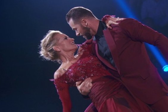 "Watch Dancing With The Stars Season 23 Episode 1 (September 12, 2016): See former Brady Bunch star Maureen McCormick and partner Artem Chigvintsev dance a beautiful Viennese Waltz to the tune of ""(You Make Me Feel Like) A Natural Woman!"""