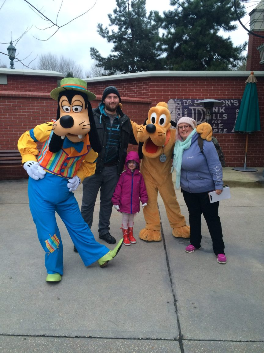 goofy and pluto disneyland paris